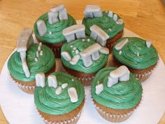 Okay, so my birthday party is going to be Outlander-themed. And if I have a cake, or cupcakes, they must have standing stones. I love this idea! Fun Cupcakes, Cupcake Cakes, Outlander Recipes, Go Jetters, Occasion Cakes, Stonehenge, Themed Cakes, Cake Decorating, Sweet Treats
