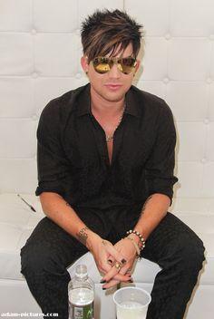 Adam Lambert is fckn gorgeous!