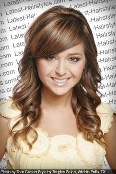 Light wavy hairstyle for summer with highlights and lowlights with lighter shades around the face(:
