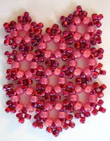 The pattern is called Kisvirágos Karkötő designed by Panita of the Hungarian blog Panita Pearl Jewelry. A couple of blogs have carried this and other colors pinned - link thru to Panita for the diagram.  These colors make this pattern more obvious.   #seed #bead #tutorial