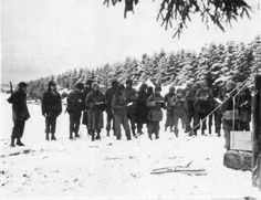 Sourbrodt, december 31, 1944. Chaplain Herman N. Benner holds a Protestant church service in the fields for members of the 394th Infantry ( Elsenborn Ridge)