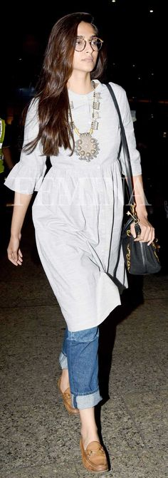If you are thinking of adding a neutral accessory to your wardrobe, then look to our Bollywood divas for some inspiration. This season, fashion's It girls have shown us the power of tan accessories. Office Outfits Women, College Outfits, Indian Dresses, Indian Outfits, Chic Outfits, Fashion Outfits, Inspired Outfits, Casual Indian Fashion, Indian Designer Outfits