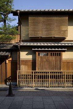 eco friendly house materials bamboo the eco friendly building material greendiary Japan Architecture, Bamboo Architecture, Architecture Design, Traditional Japanese House, Wood Facade, Japanese Interior, Japan Design, Eco Friendly House, Facade House