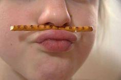Estos ejercicios son muy útiles para todos los niños, ya que refuerzan y mejoran el lenguaje oral. Podéis practicar estos ejercicios con palitos salados o gosolinas...