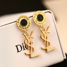Is this asl for rich people? Cute Jewelry, Jewelry Accessories, Fashion Accessories, Jewelry Design, Chanel Earrings, Women's Earrings, Fashion Rings, Fashion Jewelry, Luxury Jewelry