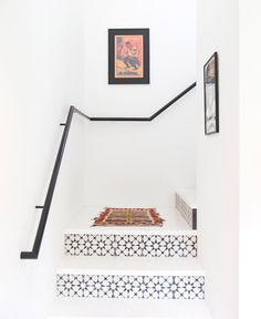 The beautiful design of your home staircase can be added using some beautiful tiles too. The staircase tiles will not only decorate the stairs but also become a symbol of your home stylish style. Tiled Staircase, Tile Stairs, White Staircase, Interior Staircase, Staircase Ideas, Modern Staircase, Staircase Wit, Staircase Remodel, Interior Inspiration