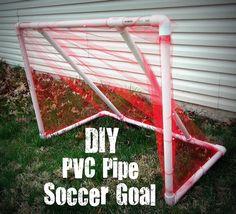 Trave de gol feito com canos de PVC