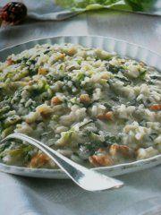 Ricetta facile e veloce: Risotto alla lattuga.Preparazione: 20′ Cottura: 20′ Esecuzione: facile Trita il sedano e la cipolla, mettile in una ….