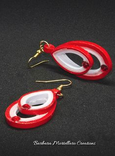 Paper Quilling Jewelry, Quilling Paper Craft, Paper Jewelry, Jewelry Crafts, Quilling Earrings Jhumkas, Paper Earrings, Quilling Patterns, Handmade Jewelry Designs, Wedding Earrings