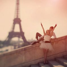 Romance is in the air...xxxx I was in Paris 20 years ago...love to go back with my husband and children...xxxxx