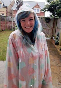 Imper Pvc, Plastic Mac, Vinyl Raincoat, Rain Wear, Rain Jacket, Windbreaker, Macs, How To Wear, Girls