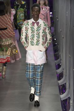 0be99306f516 Лучших изображений доски «Gucci»  116   Gucci fashion, Fashion show ...