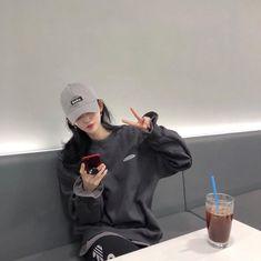 Ulzzang Tomboy, Mode Ulzzang, Ulzzang Korean Girl, Cute Korean Girl, Ulzzang Fashion, Kpop Fashion Outfits, Korean Outfits, Asian Girl, Tomboy Aesthetic