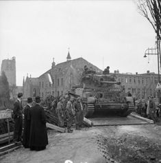 Ww2 Tanks, British Army, World War Two, Netherlands, Pictures, Travel, Crosses, Armour, Bridge