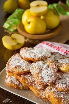 Frittellle of very fast apples Cocktail Desserts, Mini Desserts, Cookie Desserts, Apple Recipes, Sweet Recipes, Happiness Recipe, Easter Pie, Biscotti Cookies, Weird Food