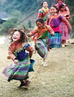 14 photos of Laughing children from around the world, to make your day better. Precious Children, Beautiful Children, Happy Children, Children Dancing, Beautiful World, Beautiful People, Beautiful Smile, Costume Ethnique, Pure Joy