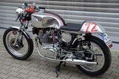 RocketGarage Cafe Racer: Triumph T 150
