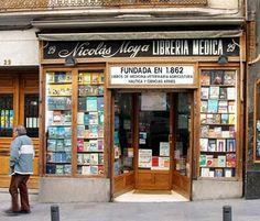 La que probablemente sea la librería decana de Madrid es la de Nicolás Moya, en la calle de Carretas, que fue creada en 1862.  Fue la primera tienda de libros especializada en medicina.