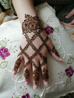 gorgeous henna design by saman - Mehndi Designs - Henna Designs Hand Henna Hand Designs, Modern Henna Designs, Mehndi Designs Finger, Henna Tattoo Designs Simple, Khafif Mehndi Design, Mehndi Designs 2018, Mehndi Designs For Girls, Mehndi Designs For Beginners, Mehndi Design Photos