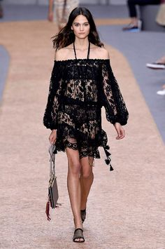 Chloé spring/summer 2016 #highfashion #inspiration #moderndesign luxury design, luxury, fashion. Visit www.memoir.pt