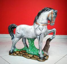 Painted Ceramics, Ceramic Painting, Fairy Gardens, Lion Sculpture, Statue, Plastering, Animal Pics, Horse, Mariana