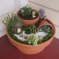 What is a fairy garden everything you need to know fairy gardens 20 best magical diy fairy garden ideas 13 Fairy Garden Pots, Indoor Fairy Gardens, Fairy Garden Houses, Miniature Fairy Gardens, Indoor Garden, Fairies Garden, Plants Indoor, Broken Pot Garden, Garden Loppers