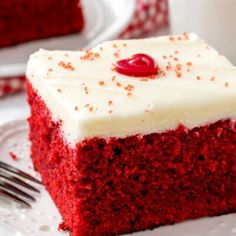 Easy red velvet cake is moist, tender & topped with fluffy cream cheese frosting. Perfect Red Velvet Cake Recipe, Easy Red Velvet Cake, Red Velvet Flavor, Velvet Cupcakes, Crispy Chocolate Chip Cookies, Chocolate Chip Oatmeal, Blueberry Oatmeal, Blueberry Scones, Fluffy Cream Cheese Frosting