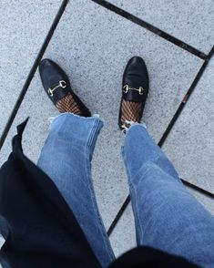 43 Ideas How To Wear Loafers With Socks Street Styles For 2019 Loafers With Socks, How To Wear Loafers, Loafers Outfit, Gucci Loafers, Fishnet Under Jeans, Fishnet Socks, Fishnet Stockings, Mocassin Gucci, Gucci Jordaan Loafer