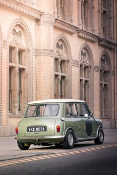 Cafe Racing, Racing Seats, Best Racing Cars, Race Cars, Mini Copper, Miniature Cars, Mini Countryman, Bmw 2002, Classic Mini