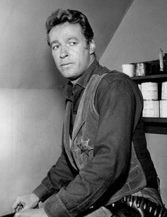 Russell Johnson R.P at age Died of natural causes. Russell played the handsome professor of Gilligan's Island! Having watched the show for several years as a kid, I was a big fan! Sheriff, Russell Johnson, The Castaway, Physical Comedy, Johnson Family, Tv Westerns, Bainbridge Island, Le Far West