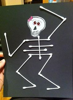 Love this fun idea for a halloween. I had to slightly bend the qtips for the ribs so they would stick. halloween crafts for kids Diy Halloween, Halloween Mignon, Theme Halloween, Holidays Halloween, Haloween Craft, Happy Halloween, Halloween Costumes, Daycare Crafts, Toddler Crafts