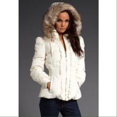 HP 10/18 ❄️White Steve Madden Snow Jacket❄️ Beautiful white Steve Madden snow jacket with detachable fur trim good with gold zipper and details, in great condition. Worn a few times. Perfect staple for Fall/Winter. Sz: M juniors, fits like a sz:XS/S women. Steve Madden Jackets & Coats