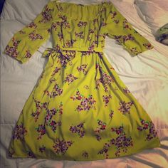 Yellow dress Cute and comfortable dress, color is more closely matched with the original picture, hints of gold although not golden, no stains or snags Old Navy Dresses Midi