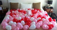 Ballons dans la chambre pour la saint valentin