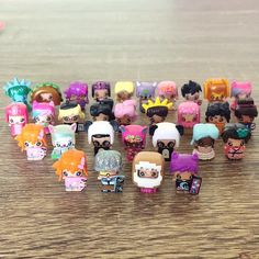 Found a cute little glitter mini mixie q. - - - Didnt even know they had glitter ones - - - - -- -- Lol Dolls, Barbie Dolls, My Mini Mixieqs, Barbie Doll Accessories, Toy Collector, Family Halloween, Shopkins, My Little Pony, Minis
