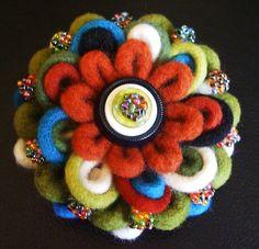 Lo❤e felted flower brooch Faux Flowers, Diy Flowers, Felted Flowers, Flower Ideas, Felt Brooch, Brooch Pin, Felt Ornaments, Flower Brooch, Felt Crafts