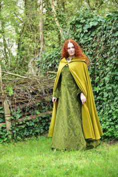 green hooded cape wool / hooded cloak woolen / woolen hooded