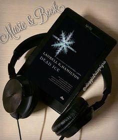 """Oggi esce """"#Dead #Ice"""" il 24esimo libro della serie su Anita Blake.... Trovate la mia opinione sul #blog e oggi pomeriggio una canzone che penso possa abbonarsi alla nostra eroina  . #DeadIce #AnitaBlake #LaurellKHamilton #fantasy #reading #leggere #leggo #libro #libri #library #libreria #book #books #loveread #lovemusic #amorelibri #bookblog  #bookblogger #blogger #music #listen #musica #canzone #song #ascoltare #MusicAndBook#viaggiatricepigra"""