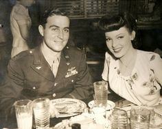 I'm really into vintage military photos of couples. Mode Vintage, Vintage Love, Vintage Beauty, Retro Vintage, Vintage Bangs, Vintage Style, Vintage Hair, Vintage Pictures, Old Pictures