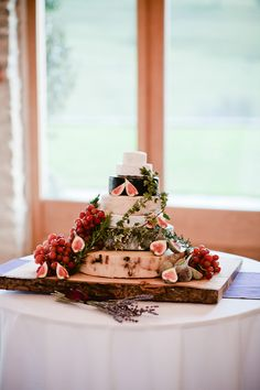 Beautiful wedding cakes for any type of wedding Cheese Tower, Wheel Cake, Fromage Cheese, Fig Cake, Christmas Dinner Menu, Types Of Cheese, Victoria Sponge, Brunch Wedding, Marquee Wedding