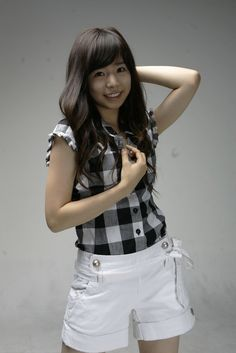 Sunny of Girls' Generation. She should do her hair like this again!