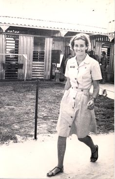 Jean Matthews (nee Debelle) going about her duties at 2 Field Ambulance hospital, Vung Tau, Vietnam, probably early Vietnam History, Vietnam War Photos, Navy Military, Military Women, Women In Combat, Vintage Nurse, Us Vets, American Red Cross, Historical Images