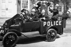 In this evolution of 5 public service transportation. You will clearly see and get the exact difference between old age and modern transportation method. Old Photos, Vintage Photos, Keystone Cops, Old Police Cars, Silent Film Stars, Thing 1, Australia, Arte Pop, Public Service