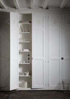 Love these simple tall cupboards in chalk white, very period:) #periodkitchens #pantrycupboard