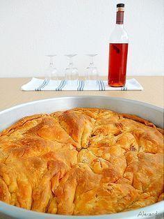 Πιπερόπιτα με χωριάτικο φύλλο Pastry Recipes, Cookbook Recipes, Pie Recipes, Dessert Recipes, Cooking Recipes, Desserts, Macedonian Food, Middle Eastern Recipes, Greek Recipes