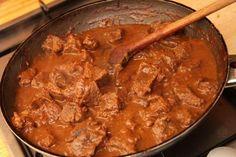 Tökéletes marhapörkölt recept Hungarian Cuisine, Hungarian Recipes, Hungarian Food, Tasty, Yummy Food, Cooking Recipes, Healthy Recipes, Beef Dishes, Food 52