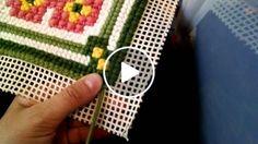 Tapeçaria - Ponto arremate - Pé de galinha - Como bordar Learn Embroidery, Cross Stitch Embroidery, Hand Embroidery, Learning To Embroider, Plastic Canvas Stitches, Pom Pom Rug, Latch Hook Rugs, Cast Off, Rug Hooking