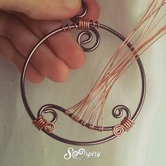 sennò Wire Jewelry Making, Wire Wrapped Jewelry, Wire Weaving Tutorial, Wire Tree Sculpture, Tree Of Life Jewelry, Diy Jewelry Projects, Wire Necklace, Wire Pendant, Homemade Jewelry