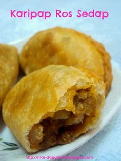 best sangat pastrynya - rangup (hot oil in the dough) Curry Recipes, Asian Recipes, Ethnic Recipes, Mango Dessert Recipes, Desserts, Roti Canai Recipe, Curry Buns, Curry Puff Recipe, Asian Snacks