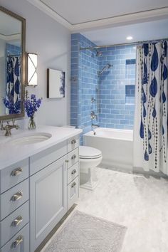 40 Remakable Guest Bathroom Makeover Ideas On A Budget Bathroom Tub Shower, Mold In Bathroom, Hall Bathroom, Bathroom Renos, Simple Bathroom, Bathroom Renovations, Budget Bathroom, Bathroom Ideas, Master Bathroom